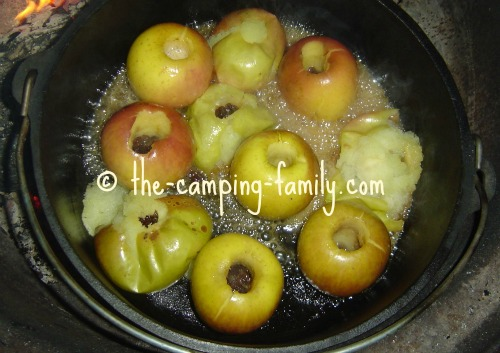 baked apples in Dutch oven