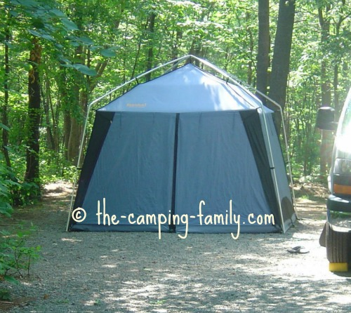 Exceptionnel A Cabin Style Tent Has Straight Poles And Near Vertical Walls.