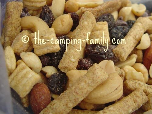 trail mix with raisins